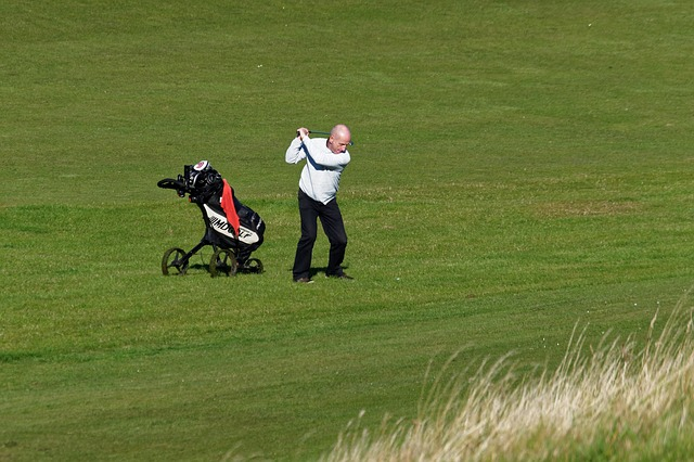 5fe7d54a4a52b108f5d08460962d317f153fc3e456567540752a7ed39e 640 - Need Help Playing Golf? Try These Tips